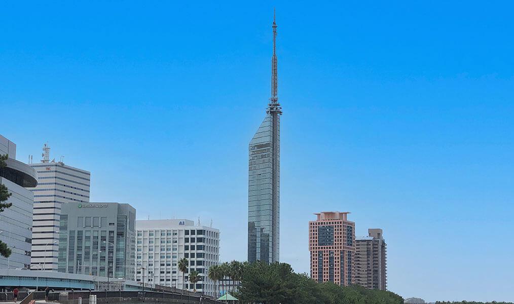 日本一の海浜タワー「福岡タワー」(福岡県 早良区のシーサイドももち地区)