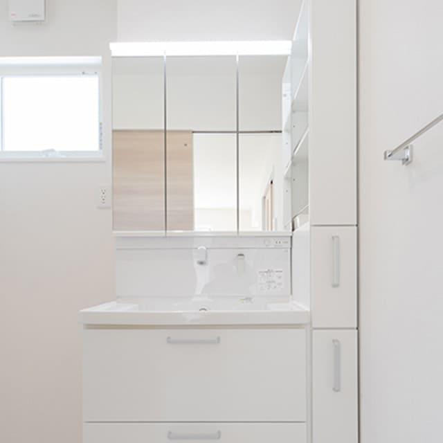 LED照明三面鏡付き洗面台
